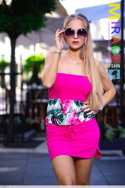 szonja_pink.jpg